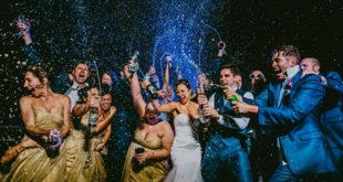 Mladenci slave uz šampanjac