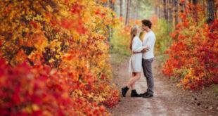 Veseli i sretni par u jesen