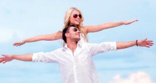 Ljubavni par po ljeti uživa